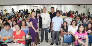 Archbishop of Cebu Jose Palma (center) with Msgr. Ruben Labajo, Pilgrim Committee Head and volunteer families for Home Stay