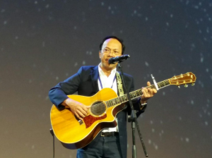 noel cabangon performs at day 4 of IEC
